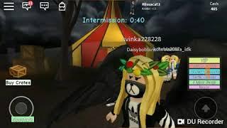 We hide from clowns🤡😰 Roblox the clown kills 2!