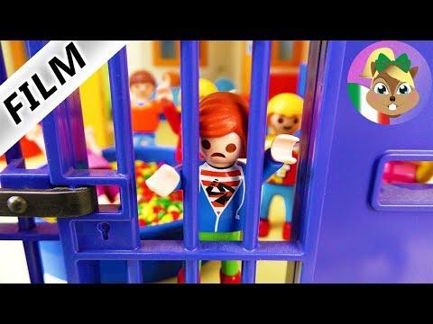 Playmobil film italiano | L'ASILO DIVENTA PRIGIONE! Julian incarcerato| famiglia Vogel