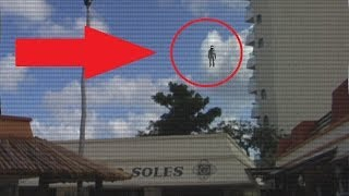 Flying Humanoid over Cozumel (Mexico) 2014 - Video Zoomed