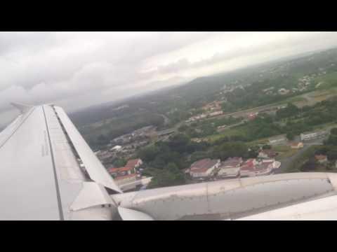 Air France A320 landing in Biarritz