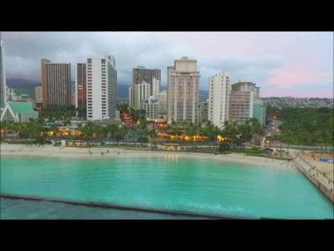 Hawaii, Honolulu, Waikiki Beach.