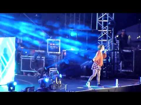 Stay the Night - Zedd ft. Hayley Williams live @ Wango Tango [05.10.2014]