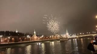 видео Салют на Новый год 2017 в Москве