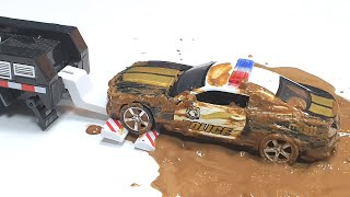 Police toy Cars stuck in the mud and go to the car wash to wash.