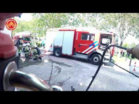 Brandweer Prio 1 brand in een portiek