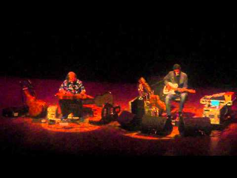 DAVID LINDLEY & HARRY MANX (MERCURY BLUES) - THE U-VIC CENTER