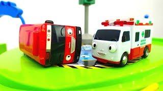 Coches de servicio de juguete 🚌 TAYO el pequeño autobús sufre un accidente 🚌 Tayo juegos en español