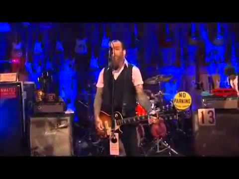 Social Distortion - Machine Gun Blues (Live 2011)