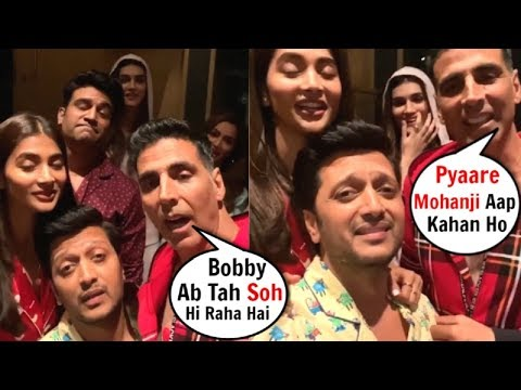 Akshay Kumar Makes FUN Of Bobby Deol For Being Late For Housefull 4 Movie Screening Mp3