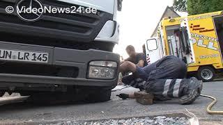 26.08.2015 - VN24 - LKW bricht in Tagesbruch auf Straße in Unna ein