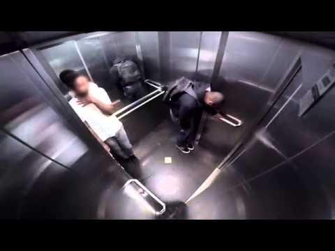 Pedos en el ascensor