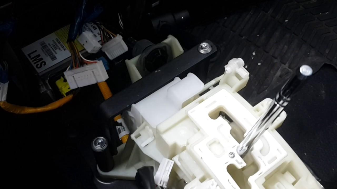 hyundai щелкает коробка при нажатии тормоза