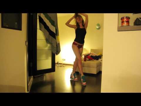 девушка дома видео-кз2