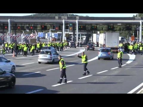 """Coletes amarelos"": protesto estende-se a toda a França"