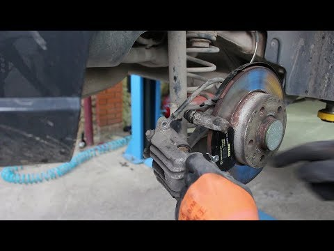 Замена задних тормозных колодок на Volkswagen POLO 1,6 Фольксваген Поло 2017 года