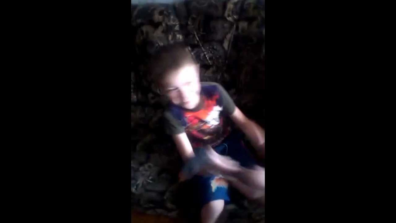Видео издевается над братом