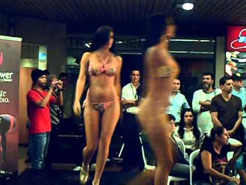 mujeres en casinos