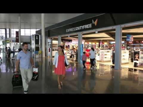 120 Seconds Of Barcelona Airport / L'aeroport de Barcelona / El aeropuerto de Barcelona