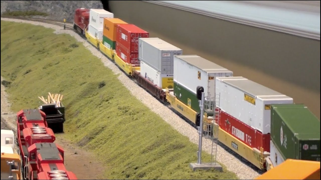 HO Canadian Pacific Intermodal Train
