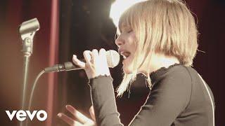 Смотреть клип Grace Vanderwaal - Stray