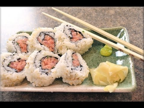 How to make spicy tuna sushi rolls at home