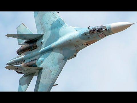 Истребитель Су-27 за
