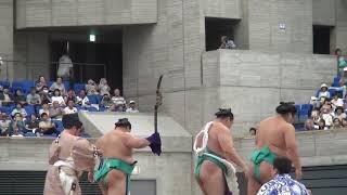 2019年8月1日に行われた富山巡業の鶴竜関の土俵入りの様子です。...
