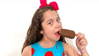 SARAH e o papai COM A MÁGICA DO SORVETES - Sarah cheats Dad with ice cream magic