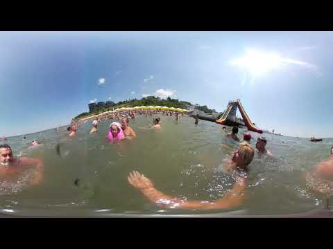 Купание на пляже Высокий берег снятое на камеру 360 градусов.