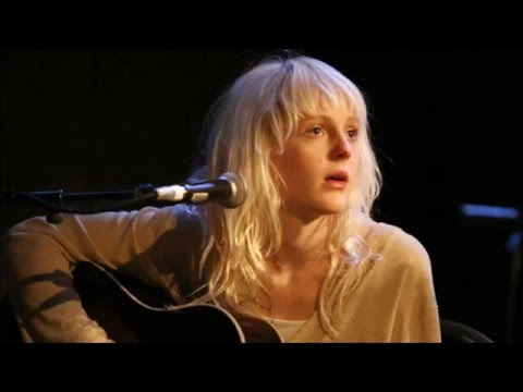 Laura Marling - Cross Your Fingers/Crawled Out Of The Sea (BBC 6 Music Session, 2008)