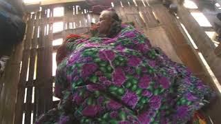 Chuyện lạ đời - Người đàn bà sống như thời nguyên thủy vì chứng bệnh sợ mặc quần áo