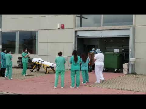 Le dan el alta del hospital de campaña de Aranda y se va entre aplausos