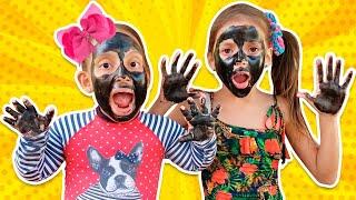 MC Divertida e Jéssica com rosto e mãos pretas (My face and my hands are black | ,وجهي ويدي سوداء)