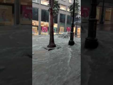 Espectaculares imágenes de la riada por las calles de Vigo