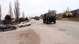 ШОК!!! Российске войска на трассе, где только что женщины Крыма провели митинг за вывод чужих войск.