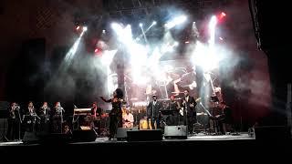 Aymee Nuviola con ensamble latino de Alberto Vergara en concierto de Gilberto Santa Rosa. Montevideo