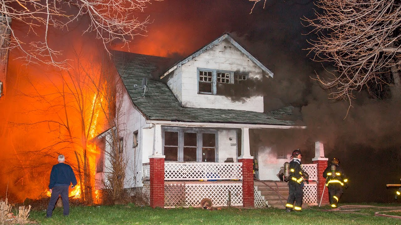 Littlefield & Schoolcraft Fire (Detroit, MI) 4/9/17