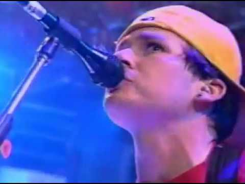 Blink 182 - All The Small Things - Live Much Music Awards 2000