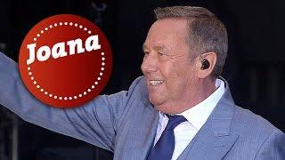 """Die kaisermania findet auch 2018 wieder auf den dresdner elbwiesen statt. einer der songs, roland kaiser live singt, ist """"joana"""". weitere informationen z..."""