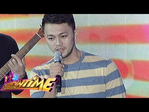 It's Showtime: Richard Sings 'The Man Who Can't Be Moved' On It's Showtime