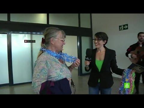 Thais Villas recibe a los primeros viajeros del aeropuerto de Castellón