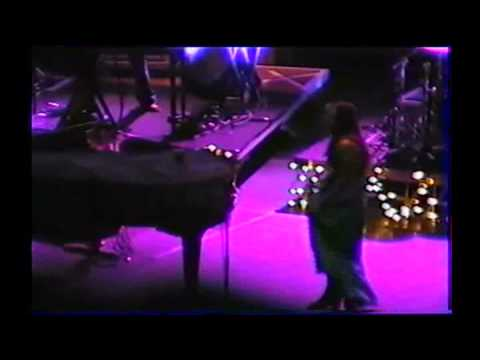 Fiona Apple - Tymps (The Sick In The Head Song) (2006) Paris, France