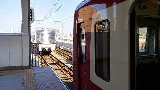 【京急】ダイヤ乱れで先行列車に大接近するもATSで急停車する京急600形 thumbnail