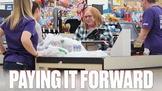 PAYING FOR PEOPLE'S GROCERIES AND GIVING AWAY SPENDING MONEY TWO DAYS BEFORE CHRISTMAS | EMOTIONAL