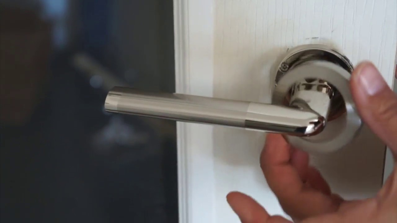 comment installer une poignee de porte