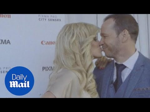 Newlyweds Jenny McCarthy, Donnie Wahlberg kiss at event (archive) - Daily Mail