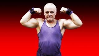 Анатолий, 56 лет. Тренировка атлета с гирями и штангой в тренажерном зале