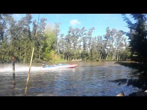 Catamaran Offshore en canal arias, Argentina