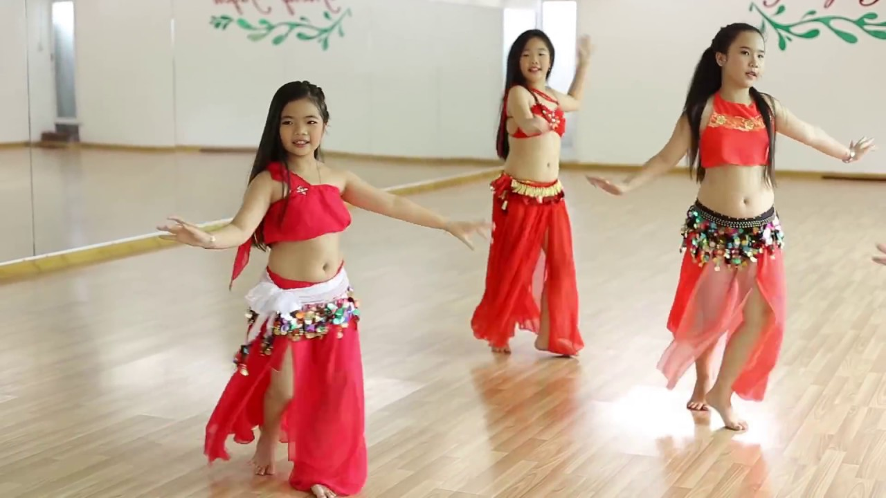 4898161808e9a4 Belly Dance For Kid (I Wana Dance) - Trang Selena Bellydance - YouTube
