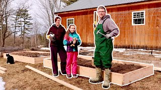 These DIY Raised GARDEN Beds a…